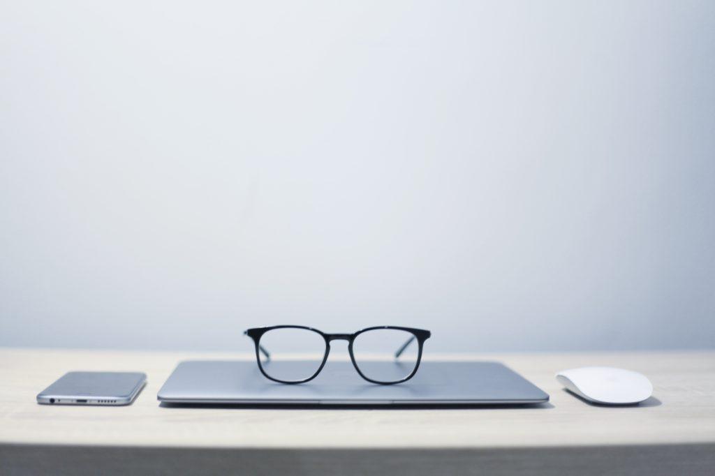 how minimalism saves money